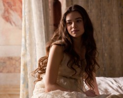 Hailee Steinfeld's 'Romeo and Juliet' Finds US Distributor