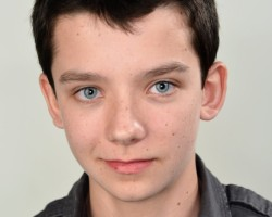 Asa Butterfield to Receive 'Rising Star of 2013' Award at CinemaCon