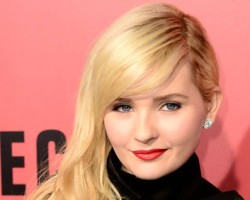PHOTOS: Abigail Breslin Attends Premiere for 'The Call'
