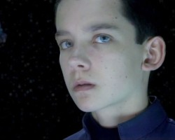 "24 Screencaps from 'Ender's Game' TV Spot ""Destroy"""
